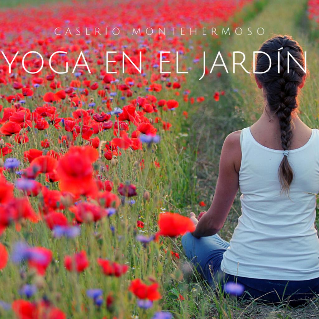 Clases de yoga en el jardín del Caserío Montehermoso, hotel rural con encanto. Apartamentos rurales con alma slow.